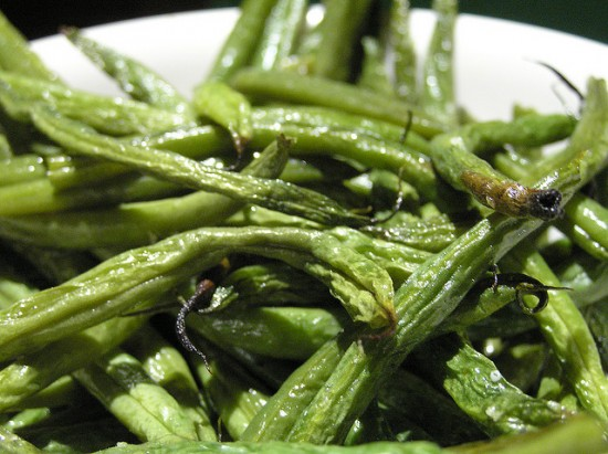roasted green beans 550x411 21 things to do with green beans