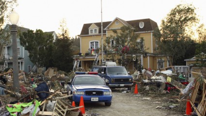 Desperate Housewives Wisteria Lane is a violent, unlucky place [wisteria lane tornado 425x239] (IMAGE)